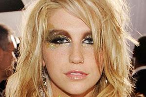 大屌美荡妇_德电视主持人直播中忘关麦克风 称美歌手卡莎为荡妇