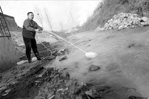 长治村民忍耐污染多年 县环保局称管不了省级国企