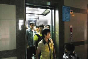 """佛山:以前买房看价格户型 如今先问电梯""""得唔得"""""""