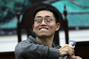 黄西:离开中国18年 户籍制度居然还在