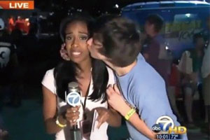 女记者直播遭年轻男子强吻 淡定播报被赞表现专业