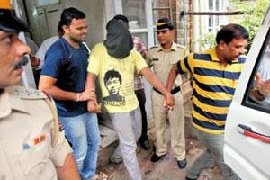 印度女记者遭轮奸案嫌犯曾拍照威胁 若报警将发照片上网