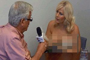 【视频】加拿大女记者赤裸上身采访男市长 市长冷静应对