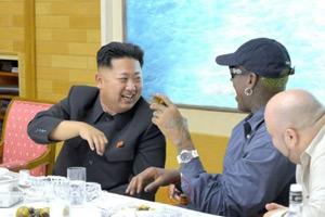 罗德曼金正恩会谈惊现第三只手 疑朝鲜PS失误