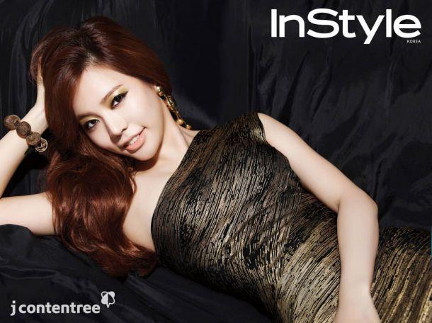 """少女时代Sunny   少女时代成员Sunny近日亮相时尚杂志《In Style》,以""""派对""""风格大展全新魅力。   Sunny因在综艺节目《花样爷爷》中表现出的开朗、活泼、率性而备受爷爷们的喜爱。拍摄当天Sunny素颜现身片场,立刻凭藉爽朗性格和工作人员打成一片。正式开拍后她又立刻变身为专业人士,以摄人的目光和POSE完成工作。   采访中,Sunny表示:""""今年也和往年一样年末的时候和成员们一起在宿舍喝冰酒看电影,在宿舍开轰趴已是既定的规矩。""""   Sunny的"""