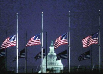 美国政府办公楼降半旗纪念肯尼迪遇刺50周年