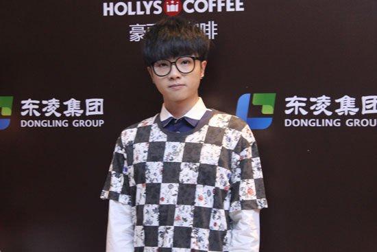 华晨宇深圳献唱人气不输林丹 唱《挑衅》掀高潮