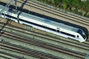 厦深铁路试运行 12小时直达上海