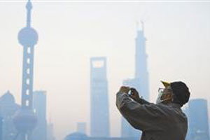 外国人打环保热线抱怨上海雾霾:It is so crazy