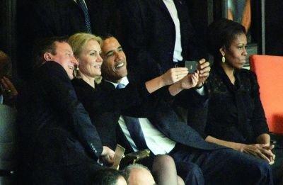 丹麦首相回应曼德拉追悼会玩自拍:我们也是普通人