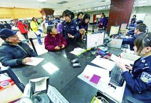 北京市实施免费速递护照 首日业务破千件(图)