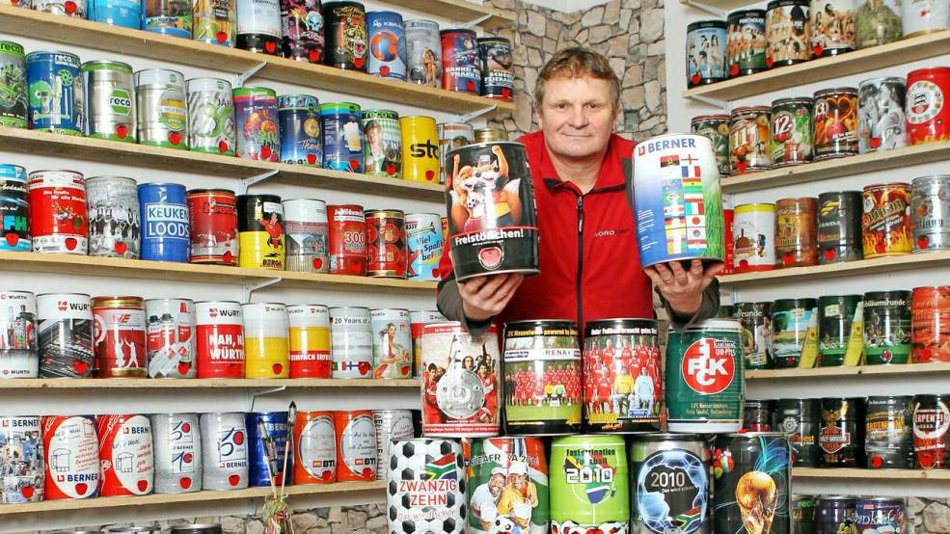 德国一男子爱好收藏啤酒桶 42年收集458个