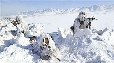 新疆军区鏖战冰雪天山 10余种主战火器实时射击