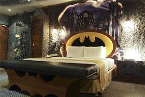 入住蝙蝠侠酒店 化身超级英雄