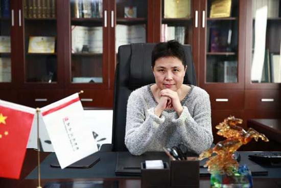 近日,北京小马奔腾文化传媒股份有限公司公布,新任董事长由李明的夫人图片