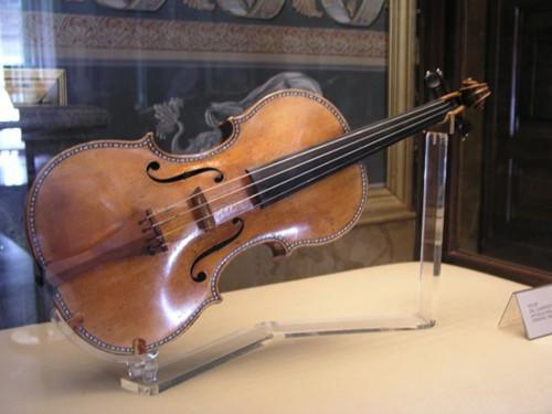 价值500万美元小提琴遭抢 美国警方破案找回