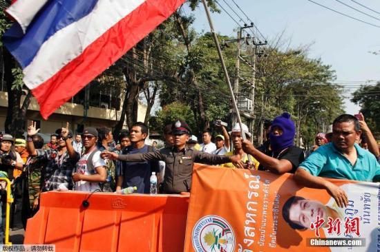 泰国现财政危机 民调称过半民众认为政府应下台