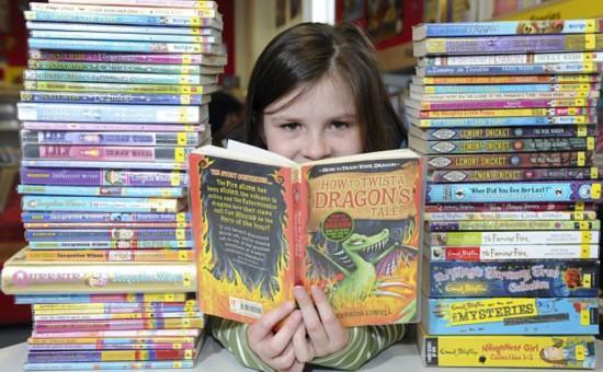 英国9岁女孩弃看电视 7个月读书364本(图)
