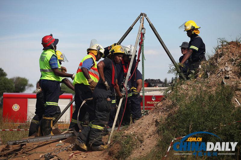 南非230名盗挖金矿矿工被困井下人员陆续获救