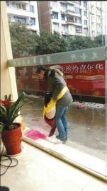 男子扒光5岁女儿上衣当街拖行被指虐童(图)