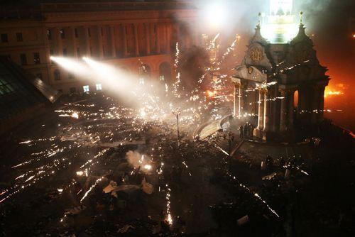 乌克兰示威者狙击手开火 致20多名警察受伤