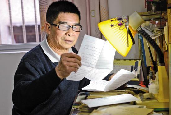 7旬老人助学20余年:我是孤儿,不愿看孩子受苦