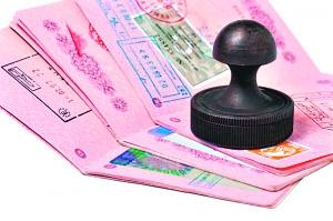 境外转机,办不办第三地签证?