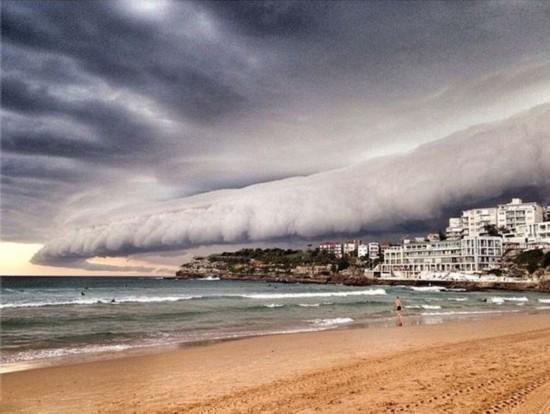 悉尼上空云层翻滚如同巨浪来袭(组图)