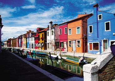 意大利布拉诺 剪碎的彩虹撒在美丽小城