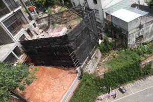 豪宅违建猖獗 危险护坡冒出200㎡房子