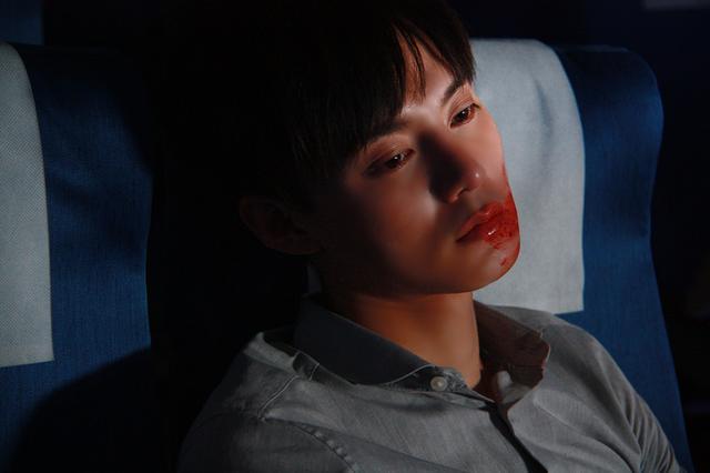 《绝命航班》上映获好评 尹正首加盟好莱坞团队
