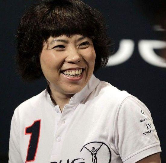 邓亚萍在马来西亚露笑脸遭批