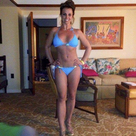 布兰妮晒夏威夷度假照 穿比基尼秀小蛮腰疑PS