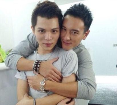 萧亚轩旧爱与同性密友亲密照曝光 被疑出柜