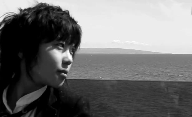 窦靖童《My days》MV发布 黑白影像记录生活