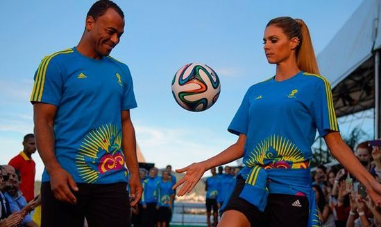 卡福出席2014世界杯志愿者服装发布会