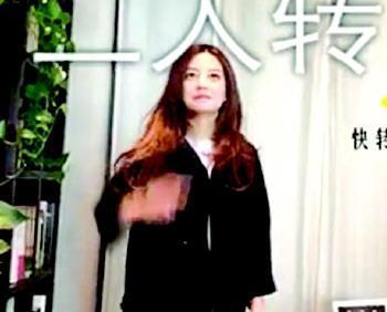 """赵薇私人聚会视频曝光 对镜头""""比划""""词语"""