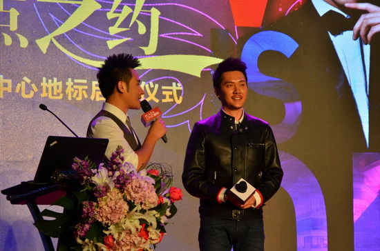 冯绍峰成都代言 望再来宣传《黄金时代》
