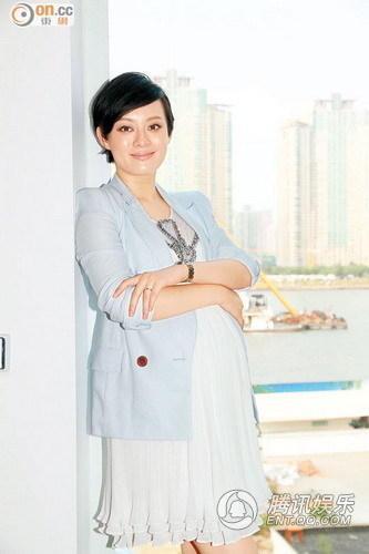 孙俪疑香港产女引争议 准妈妈杨幂为宝宝送祝福