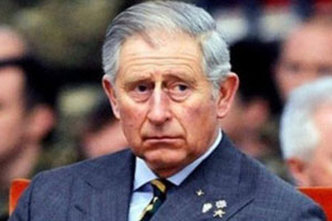 【八新闻】西班牙国王退位 查尔斯:你看看人家爹妈!