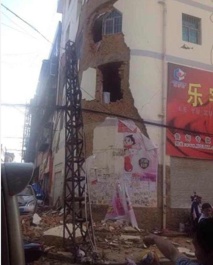 云南鲁甸县6.5级地震 150余人遇难