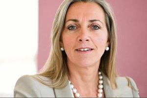 方安兰出任BBC首位女掌门 接任彭定康