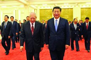 习近平会见香港访京团:中央对港方针政策不变