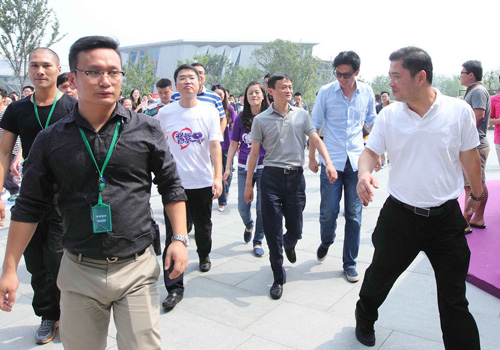 【图说财经】马云的气场:美国上市后回杭州捐款1100万