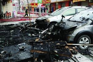 东莞:顾客因退货引矛盾 怒烧10余商铺报复