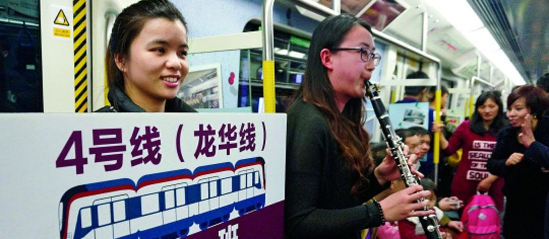 """深圳地铁龙华线跟""""4车厢""""说再见"""