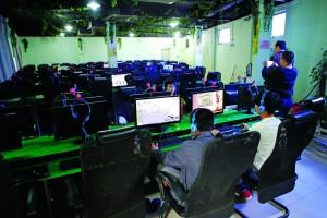 港企厂房设黑网吧提供情色网站链接 顾客未满16岁