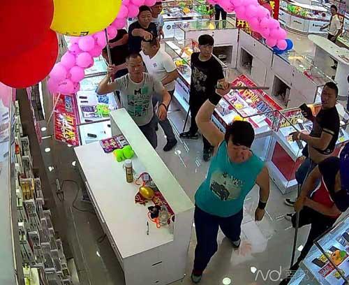 东莞最新案件实录(1171:两手机店抢客多人暴力火拼) - 阿根 - 阿根的博客
