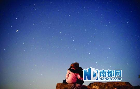 找一个角落仰望最美星空图片