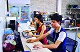 大二学生休学办互联网餐厅 日收入最高达2.8万元